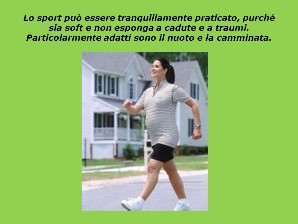 Lo sport può essere tranquillamente praticato, purché sia soft e non esponga a cadute e a traumi. Particolarmente adatti sono il nuoto e la camminata.