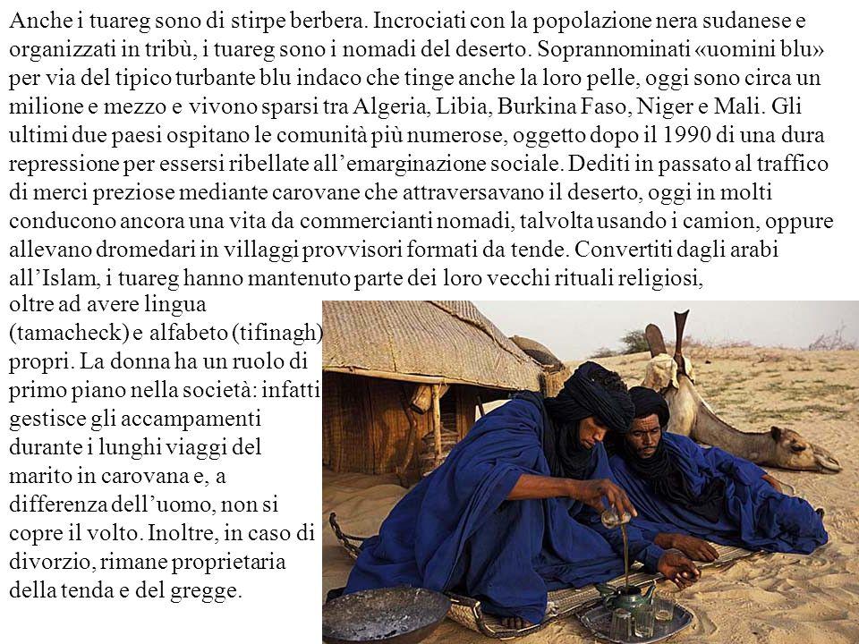 Anche i tuareg sono di stirpe berbera. Incrociati con la popolazione nera sudanese e organizzati in tribù, i tuareg sono i nomadi del deserto. Soprann