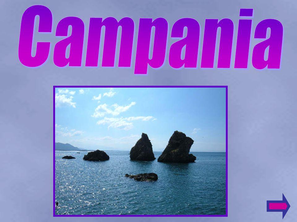 Il clima e la posizione geografica della Campania, le terre molte fertili ed i numerosi porti naturali attirarono i Greci, che fondarono Napoli (chiamandola appunto Nea Polis, nuova città) ed i Romani che costruirono sulle meravigliose isole del arcipelago, ville e terme.