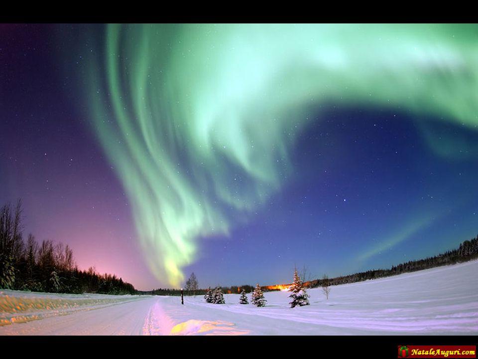 Questi fasci di luce (Aurora Boreale) in Lapponia sono visibili 200 giorni all'anno, nel periodo da settembre ad aprile. E' un fenomeno dovuto al flus