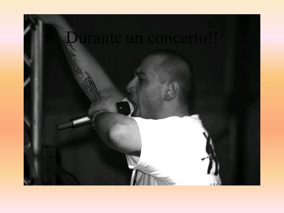 UN Po' DI BIBLIOGRAFIA Fabrizio Tarducci noto come Fabri Fibra (Senigaglia, 17Ottobre 1976) è un rapper italiano.