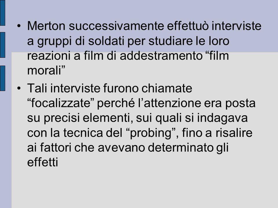 "Merton successivamente effettuò interviste a gruppi di soldati per studiare le loro reazioni a film di addestramento ""film morali"" Tali interviste fur"