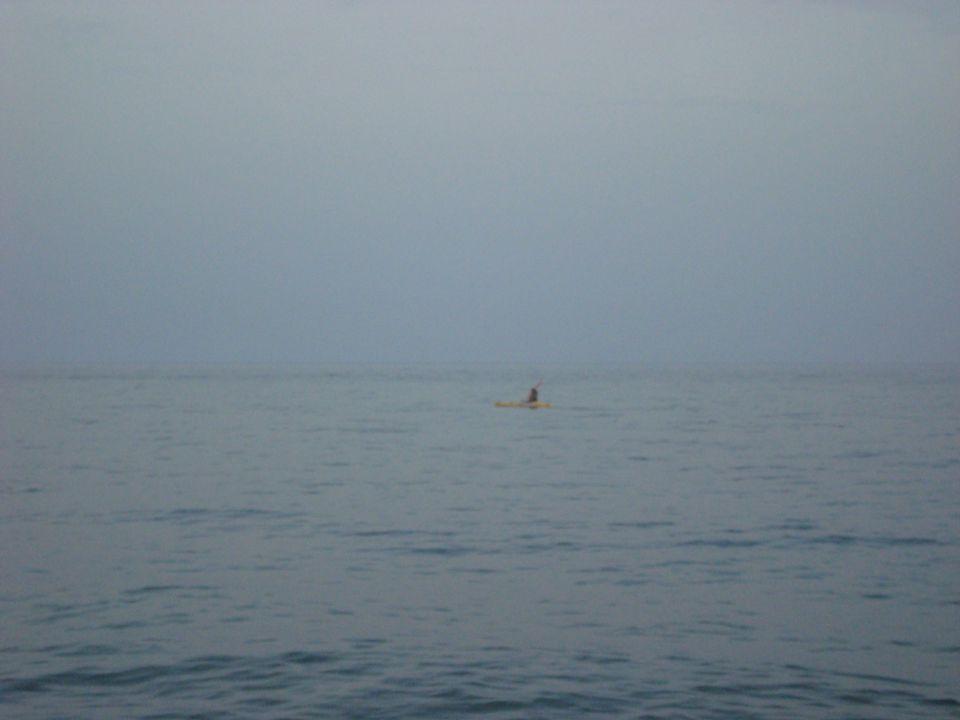 Noi voghiamo in un vasto mare, sospinti da un estremo all'altro, sempre incerti e fluttuanti.