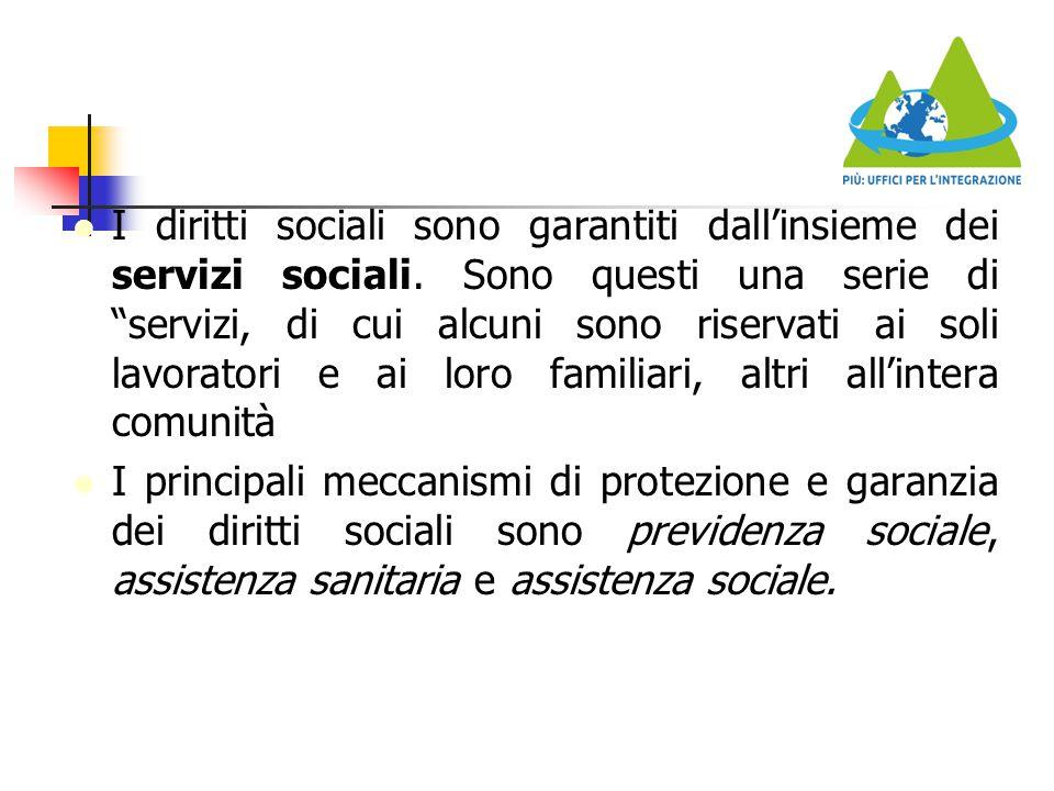 """I diritti sociali sono garantiti dall'insieme dei servizi sociali. Sono questi una serie di """"servizi, di cui alcuni sono riservati ai soli lavoratori"""
