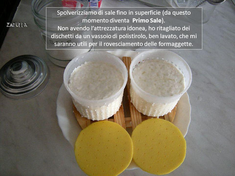 Da un litro e mezzo di latte si otterranno attorno ai 300/350 grammi di formaggio fresco, da consumare entro un paio di giorni, perché non ci sono conservanti.