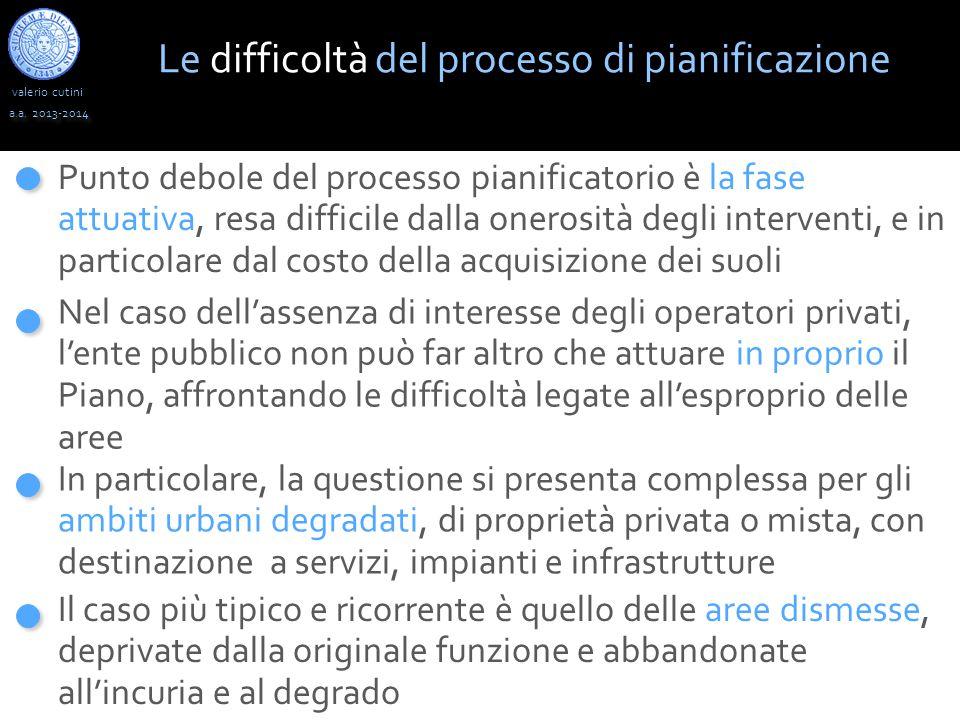 valerio cutini a.a. 2013-2014 Le difficoltà del processo di pianificazione Punto debole del processo pianificatorio è la fase attuativa, resa difficil