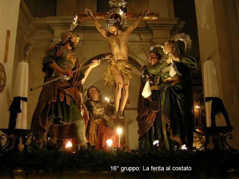 15° Gruppo: La sollevazione della croce