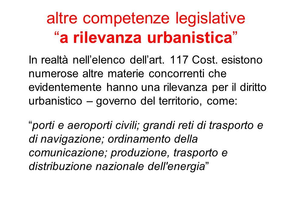 """altre competenze legislative """"a rilevanza urbanistica"""" In realtà nell'elenco dell'art. 117 Cost. esistono numerose altre materie concorrenti che evide"""