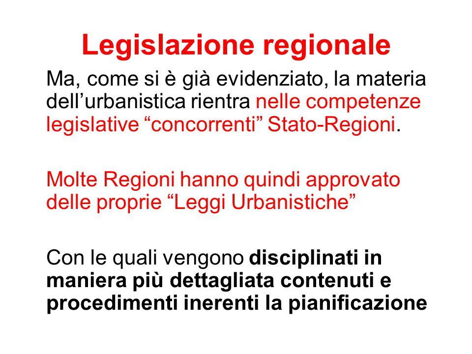 """Legislazione regionale Ma, come si è già evidenziato, la materia dell'urbanistica rientra nelle competenze legislative """"concorrenti"""" Stato-Regioni. Mo"""