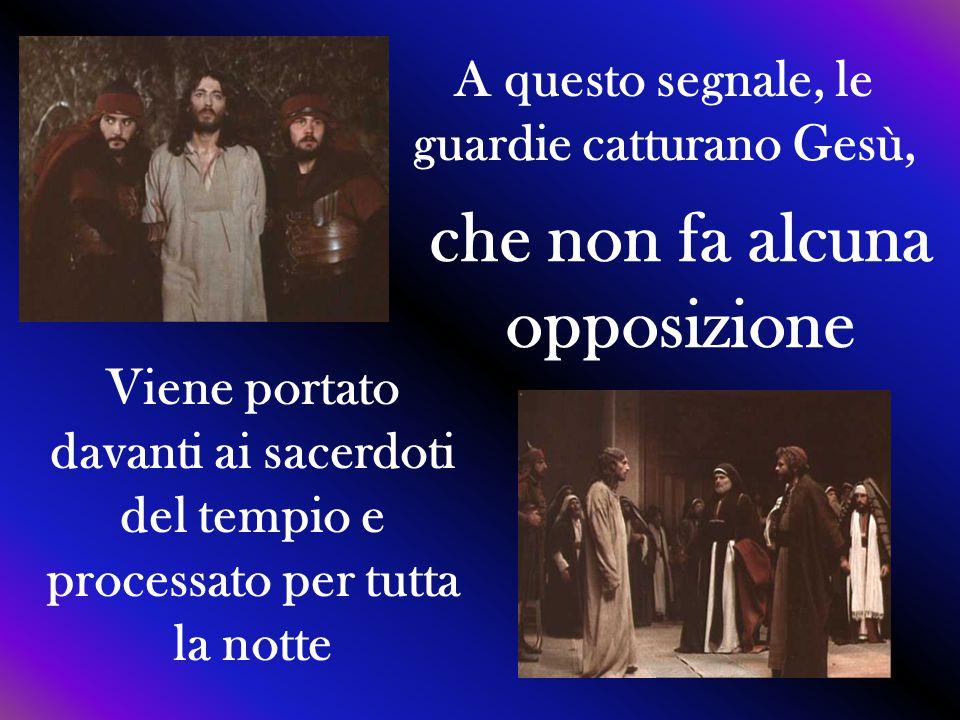 A questo segnale, le guardie catturano Gesù, che non fa alcuna opposizione Viene portato davanti ai sacerdoti del tempio e processato per tutta la not