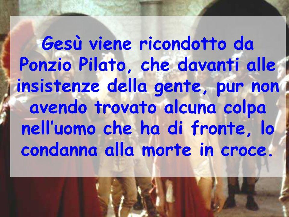 Gesù viene ricondotto da Ponzio Pilato, che davanti alle insistenze della gente, pur non avendo trovato alcuna colpa nell'uomo che ha di fronte, lo co