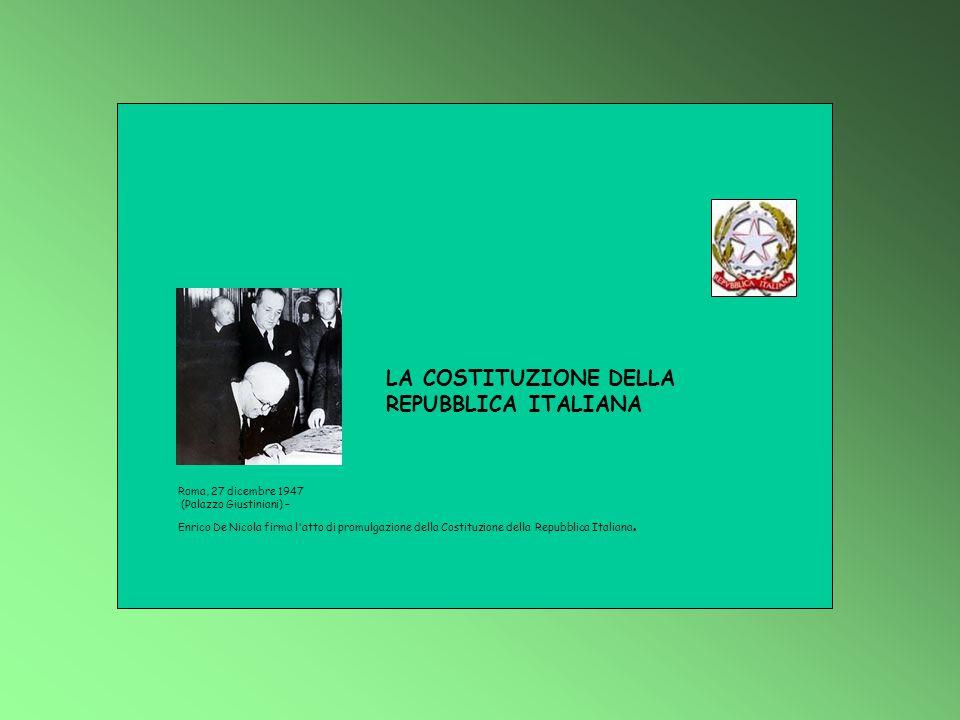 Roma, 27 dicembre 1947 (Palazzo Giustiniani) – Enrico De Nicola firma l'atto di promulgazione della Costituzione della Repubblica Italiana. LA COSTITU