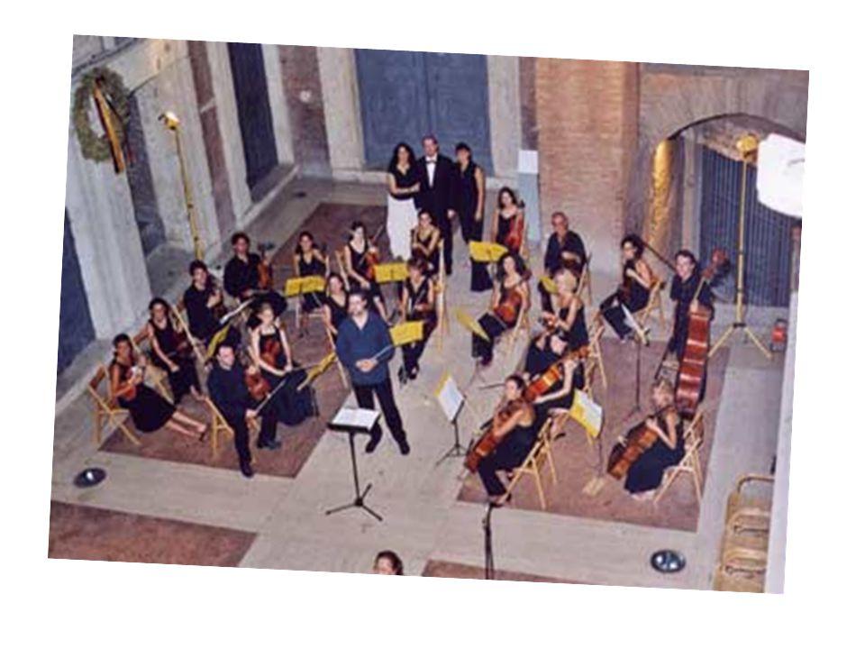 L'ORCHESTRA ORCHESTRA ROMANTICA NELL'OTTOCENTO L'ORCHESTRA ERA FORMATA: DAGLI OTTONI LE TUBE I TROMBONI I NUOVI STRUMENTI A PERCUSSIONE E INFINE IL PIANOFORTE E ARRIVAVA FINO A 100 STRUMENTI