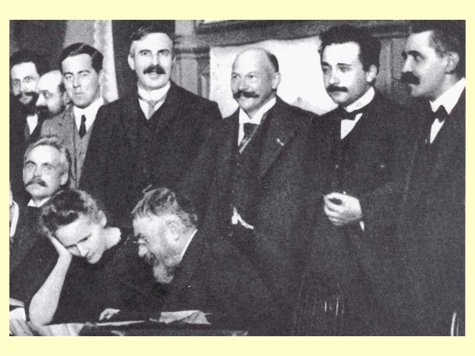 La diapositiva che segue si riferisce al Consiglio Solvay del 1911 a Bruxelles, dedicato alla radioattività.