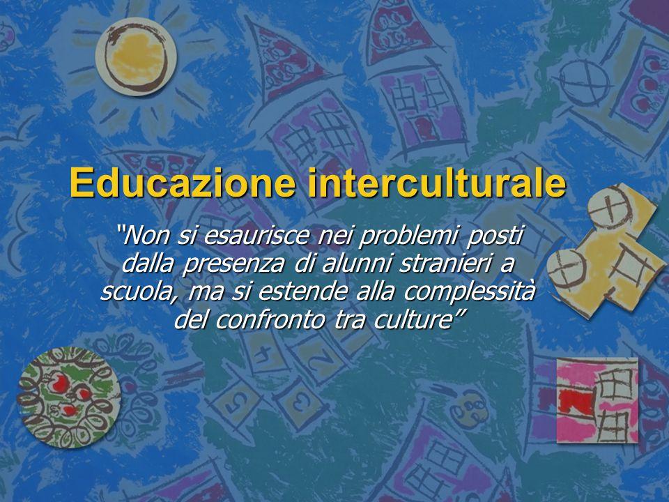 Educazione interculturale a scuola: - Non esaurire l'educazione interculturale in un'ora dedicata agli usi e ai costumi dei popoli - L'educazione interculturale non è un nuovo insegnamento, ma una strategia complessiva (necessità di rilevare stereotipi e pregiudizi nei libri di testo e nelle singole discipline) - Uno dei limiti dell'approccio interculturale: tendenza a scivolare nel folklore (come è stato realizzato nella pratica scolastica) - Le attività didattiche ispirate dalla pedagogia interculturale dovrebbero scuotere dalle profondità gli apprendimenti, incidere sul clima relazionale, porre in discussione la nostra centralità culturale, far riflettere sulle forme di dominio (M.