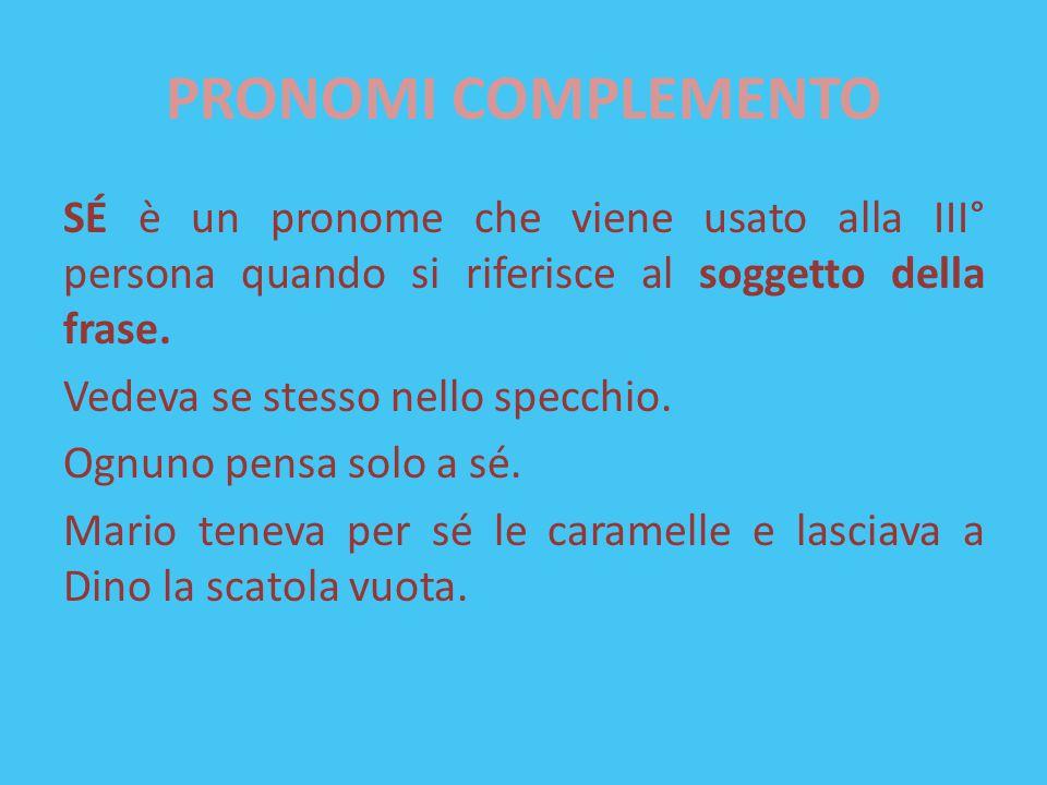 PRONOMI COMPLEMENTO SÉ è un pronome che viene usato alla III° persona quando si riferisce al soggetto della frase. Vedeva se stesso nello specchio. Og