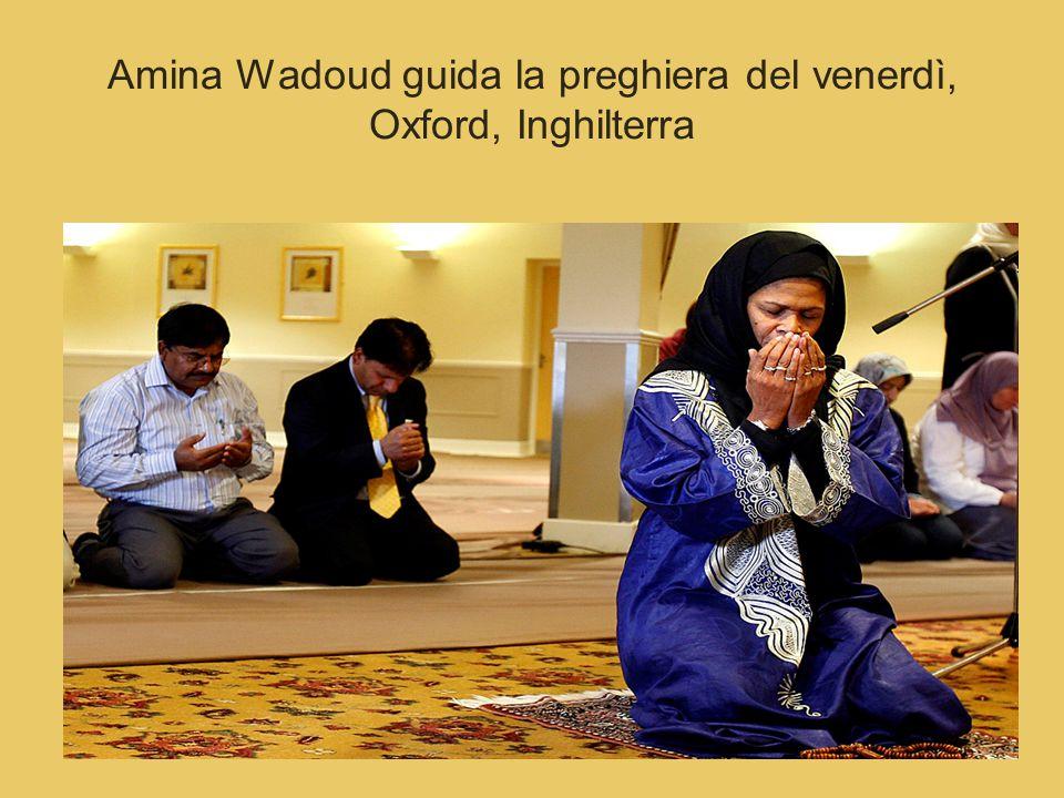Amina Wadoud guida la preghiera del venerdì, Oxford, Inghilterra