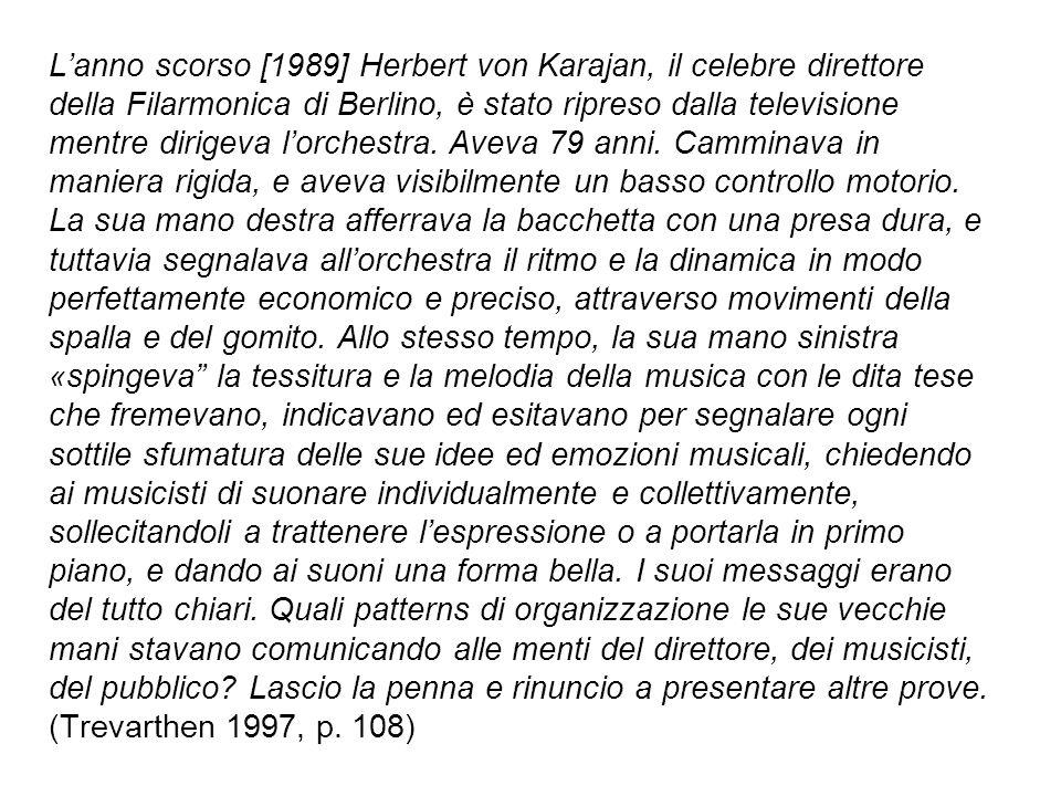 L'anno scorso [1989] Herbert von Karajan, il celebre direttore della Filarmonica di Berlino, è stato ripreso dalla televisione mentre dirigeva l'orchestra.