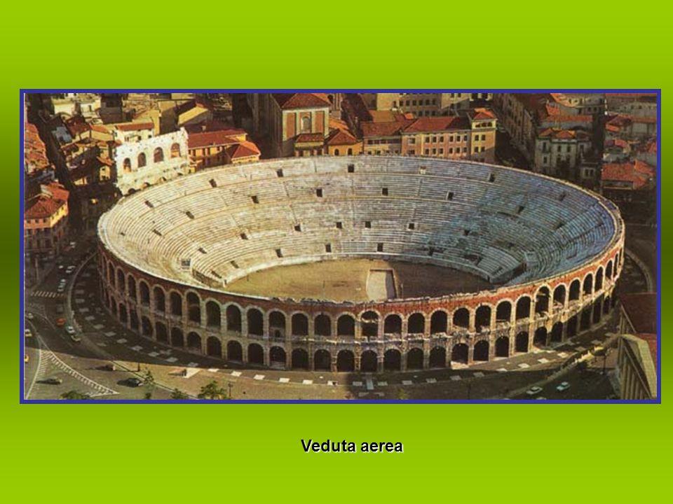 Fontana di Piazza Bra' con l'Arena