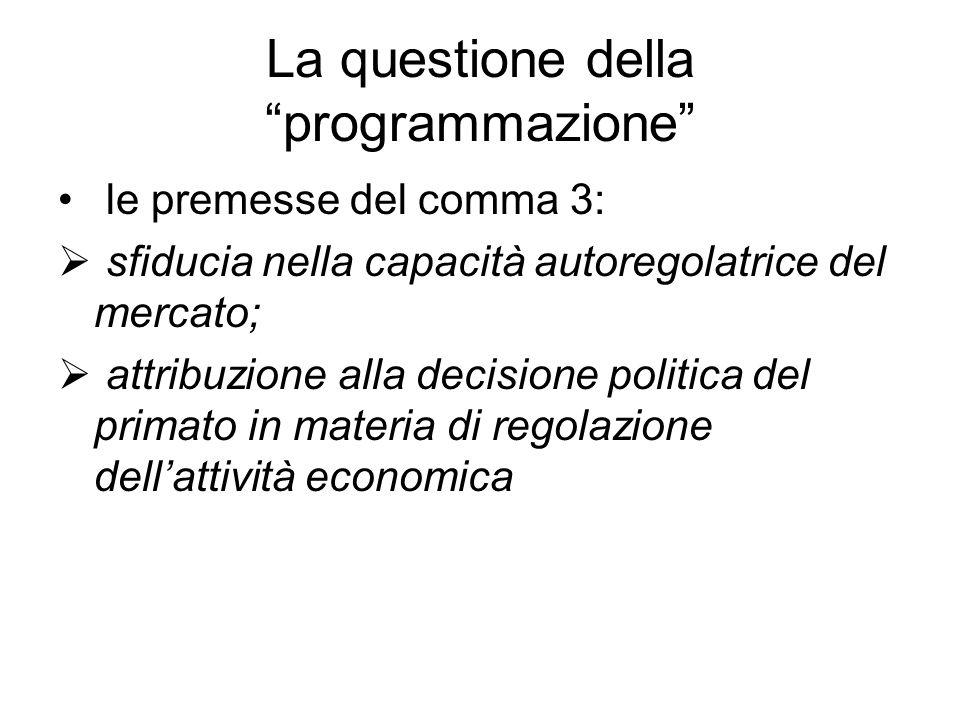 """La questione della """"programmazione"""" le premesse del comma 3:  sfiducia nella capacità autoregolatrice del mercato;  attribuzione alla decisione poli"""