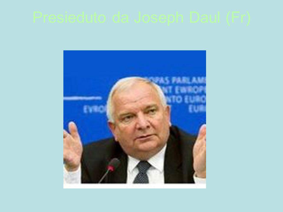Presieduto da Joseph Daul (Fr)