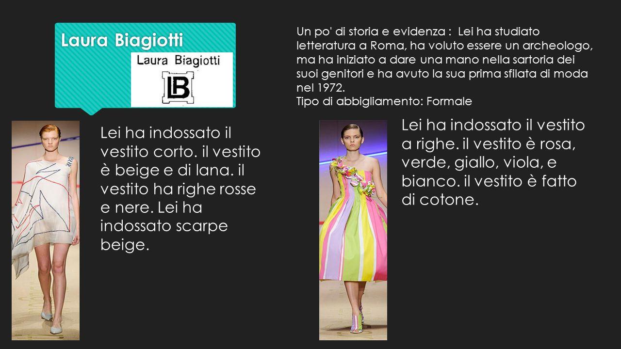 Laura Biagiotti Laura Biagiotti Lei ha indossato il vestito a righe. il vestito è rosa, verde, giallo, viola, e bianco. il vestito è fatto di cotone.