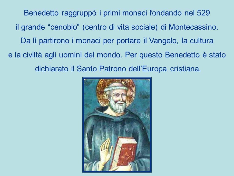 Benedetto raggruppò i primi monaci fondando nel 529 il grande cenobio (centro di vita sociale) di Montecassino.