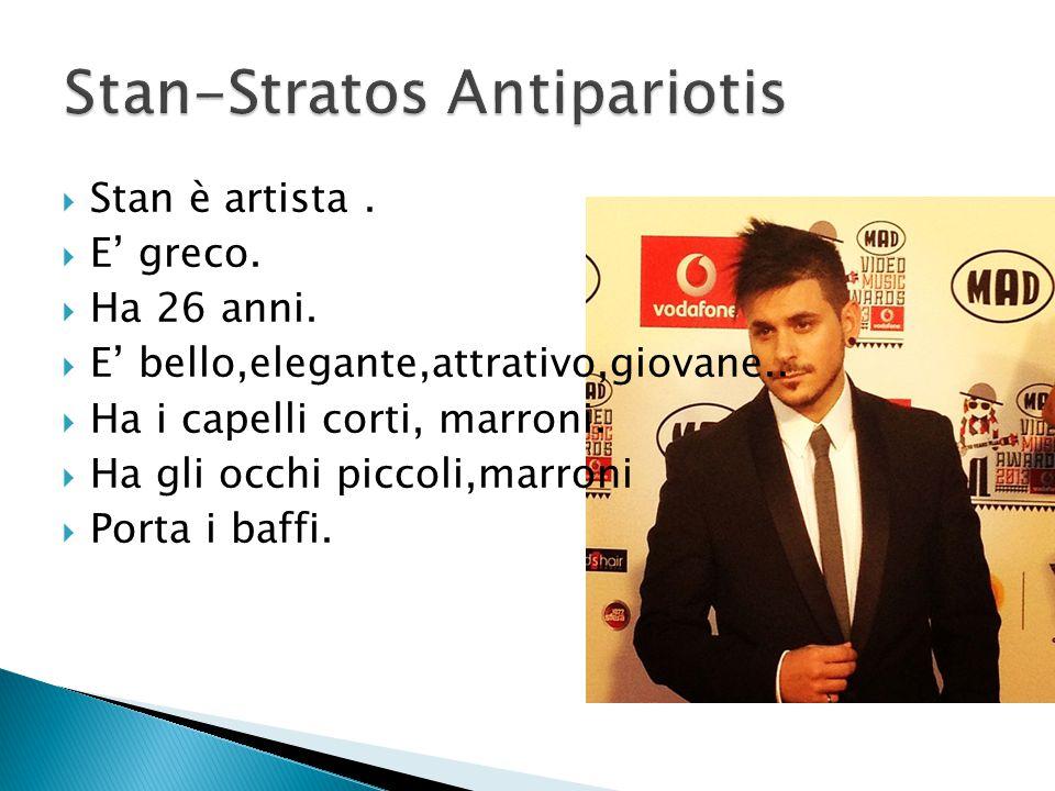  Stan è artista.  E' greco.  Ha 26 anni.  E' bello,elegante,attrativo,giovane..  Ha i capelli corti, marroni.  Ha gli occhi piccoli,marroni  Po