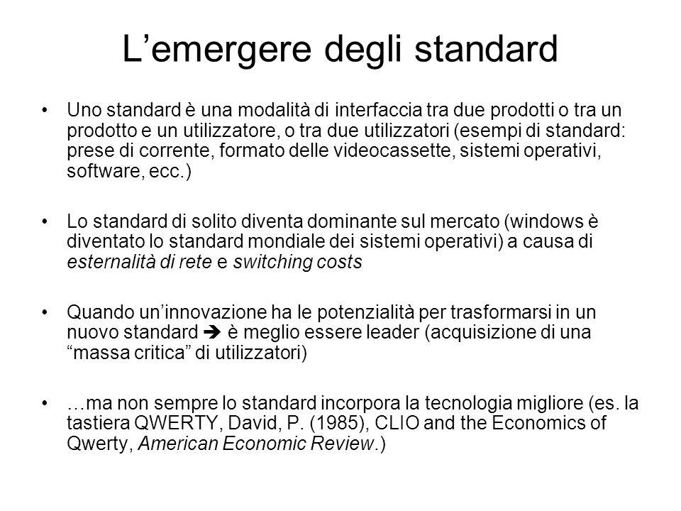 L'emergere degli standard Uno standard è una modalità di interfaccia tra due prodotti o tra un prodotto e un utilizzatore, o tra due utilizzatori (ese