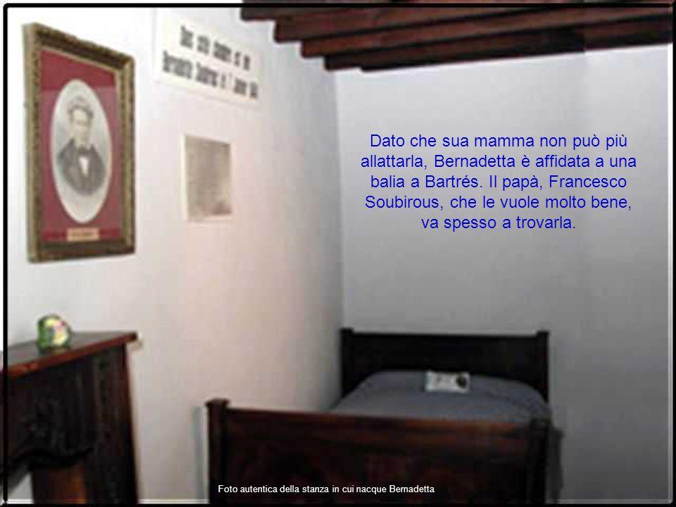 Foto autentica della stanza in cui nacque Bernadetta Dato che sua mamma non può più allattarla, Bernadetta è affidata a una balia a Bartrés.