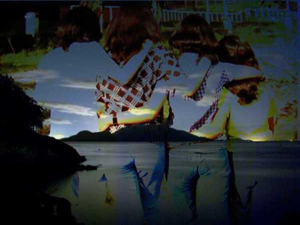 Hanno scritto : Ogni uomo è un'isola e qualcuno ha cantato : l'isola che non c'è… Siamo isole quando tagliamo i ponti, mettiamo paletti ci barrichiamo dietro le paure, ma se la nostra vita ha trovato la pace,saremo fari per i naufraghi e isole felici.