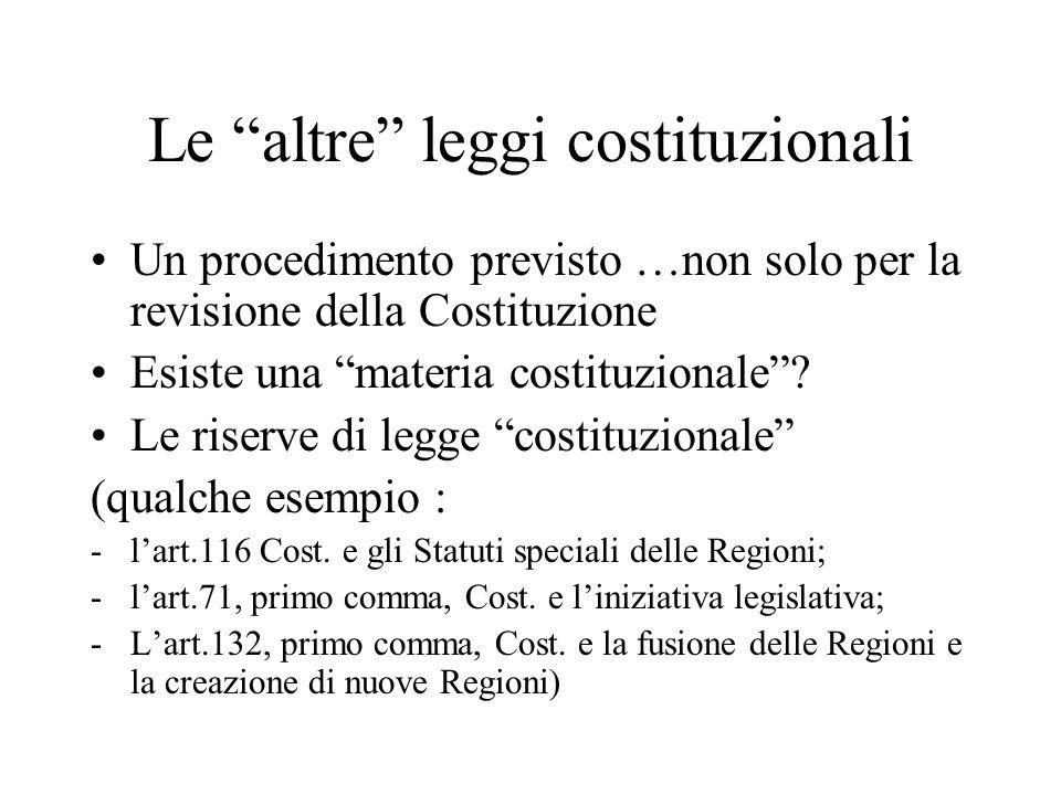 """Le """"altre"""" leggi costituzionali Un procedimento previsto …non solo per la revisione della Costituzione Esiste una """"materia costituzionale""""? Le riserve"""