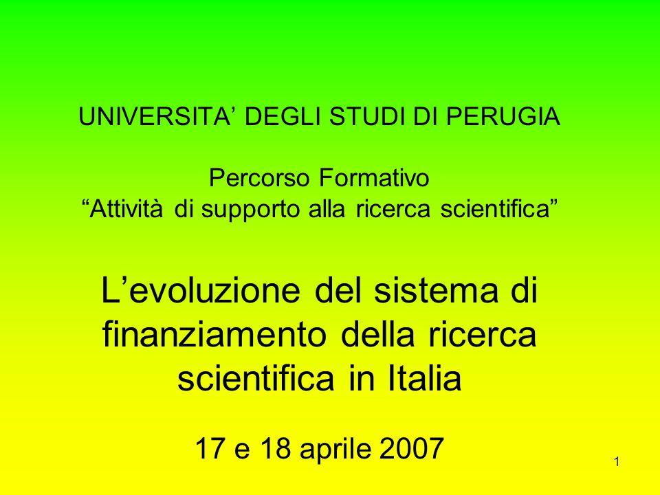 31 Le criticità del sistema Italia Insufficienza negli investimenti in ricerca e sviluppo Siamo passati da 1,32% del PIL nel 1991 a 1,07% nel 2000 (media UE 1,93%) di cui 0,53% pubblico e 0,54% privato contro 0,66% pubblico e 1,27% privato (media UE) Ritardo nell'investimento privato in ricerca.