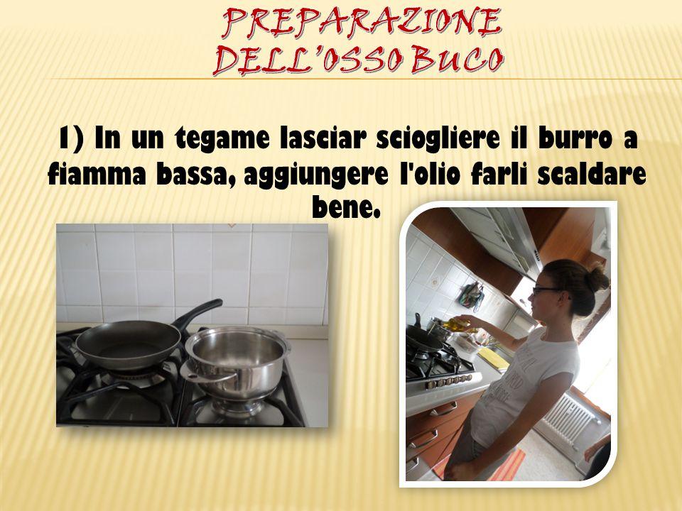 1) In un tegame lasciar sciogliere il burro a fiamma bassa, aggiungere l'olio farli scaldare bene.