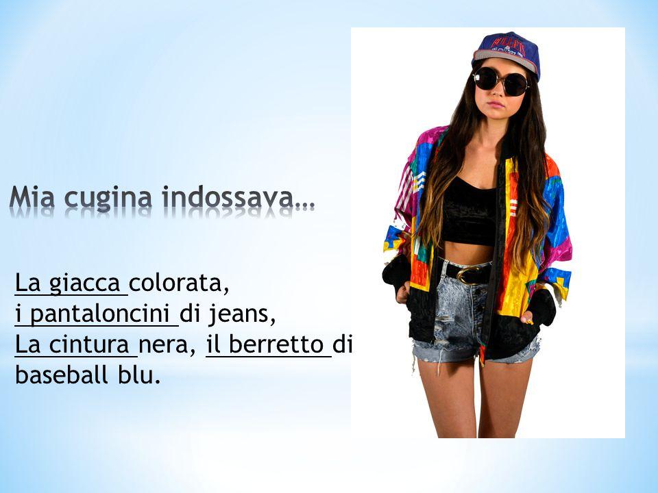 La giacca colorata, i pantaloncini di jeans, La cintura nera, il berretto di baseball blu.
