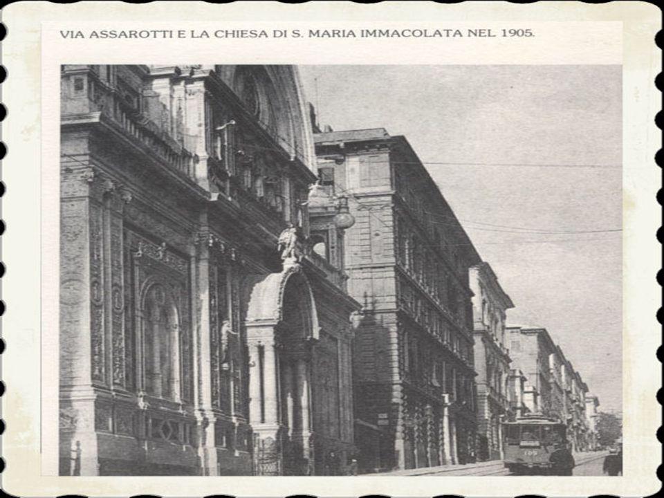 5)fiancheggiata da costruzioni di tipo elegante come quelle dei corsi adiacenti l'ampliamento di via M. Durazzo, un tempo priva di sbocco sulla piazza