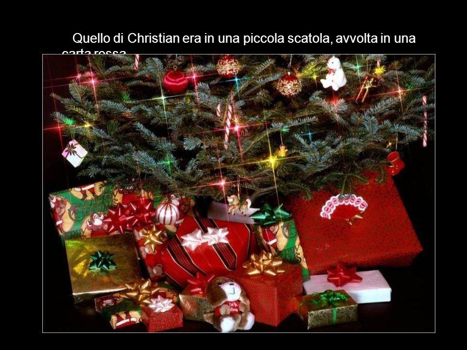 La mattina del 25, in casa famiglia, tutti i bambini correvano verso l albero, alla ricerca del regalo richiesto.