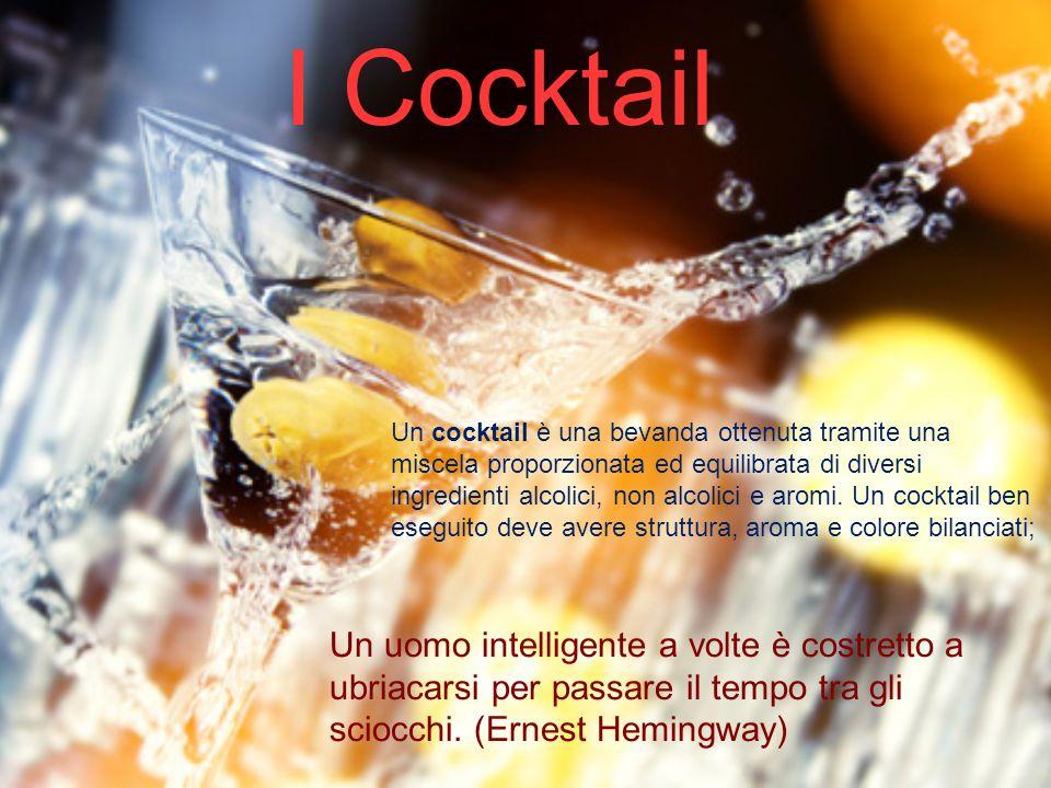 I Cocktail Un cocktail è una bevanda ottenuta tramite una miscela proporzionata ed equilibrata di diversi ingredienti alcolici, non alcolici e aromi.