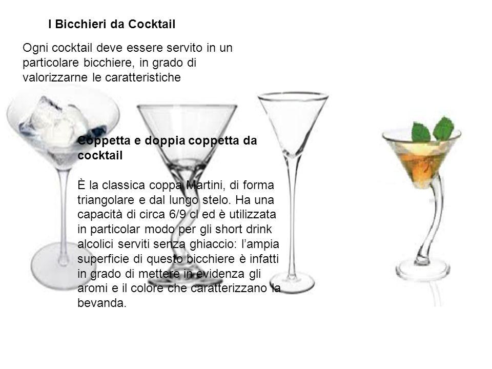 Ogni cocktail deve essere servito in un particolare bicchiere, in grado di valorizzarne le caratteristiche Coppetta e doppia coppetta da cocktail È la
