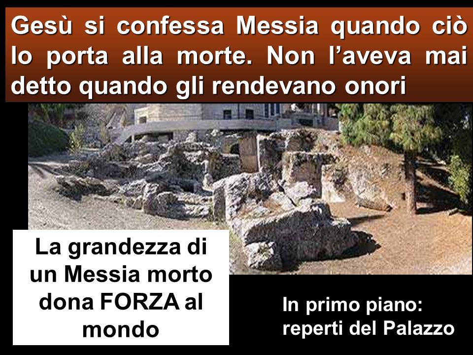 Il sommo sacerdote, alzatosi in mezzo all'assemblea, interrogò Gesù dicendo: «Non rispondi nulla.