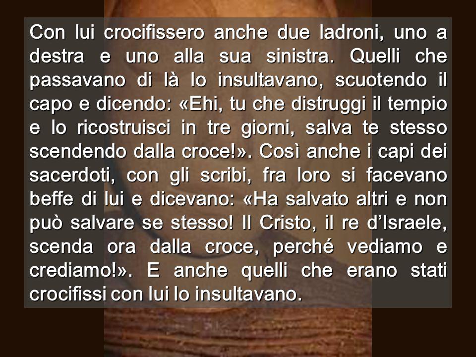 Crocifisso, si dividono quello che resta L'hanno spogliato di tutto, ma non dall'Amore Rocce del Golgota, all'interno della chiesa
