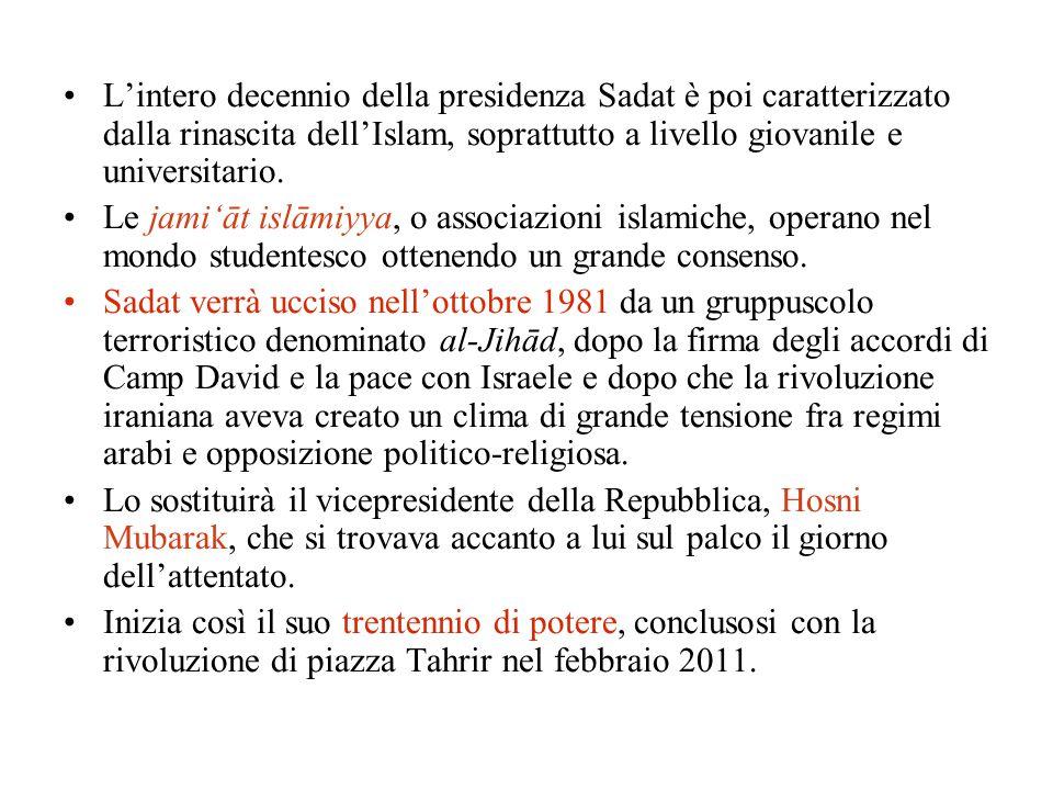 L'intero decennio della presidenza Sadat è poi caratterizzato dalla rinascita dell'Islam, soprattutto a livello giovanile e universitario. Le jami'āt