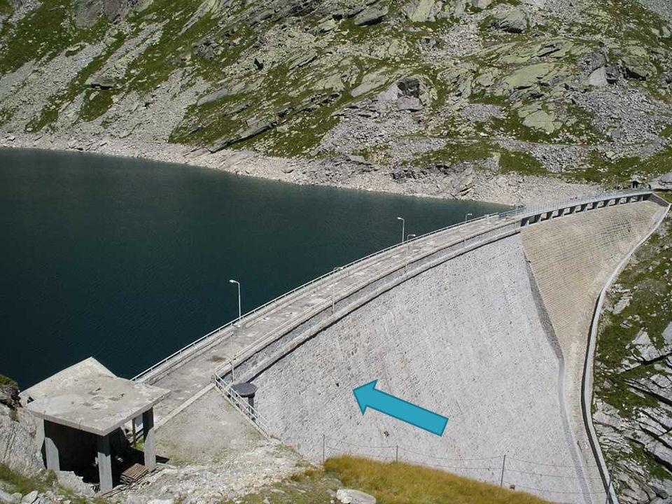 La diga del Cingino si trova a 7 km SO dal Comune di Antrona Schieranco nella Provincia del Verbano-Cusio-Ossola in Piemonte. Forma il Lago Cingino co