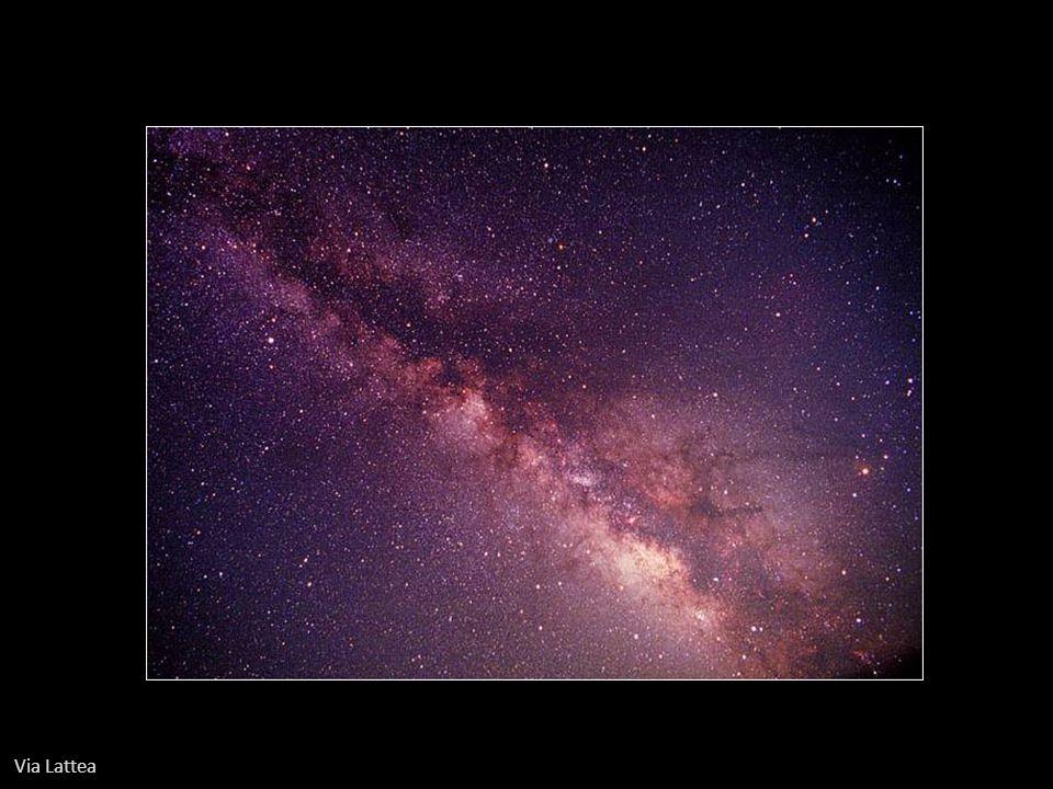 Galassia ellittica nana NGC 205. In alto a sinistra la grande M31 Andromeda,.