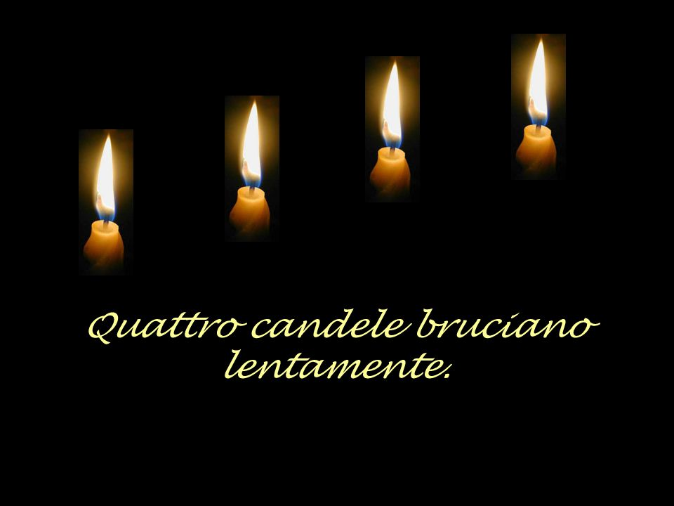 Quattro candele bruciano lentamente.