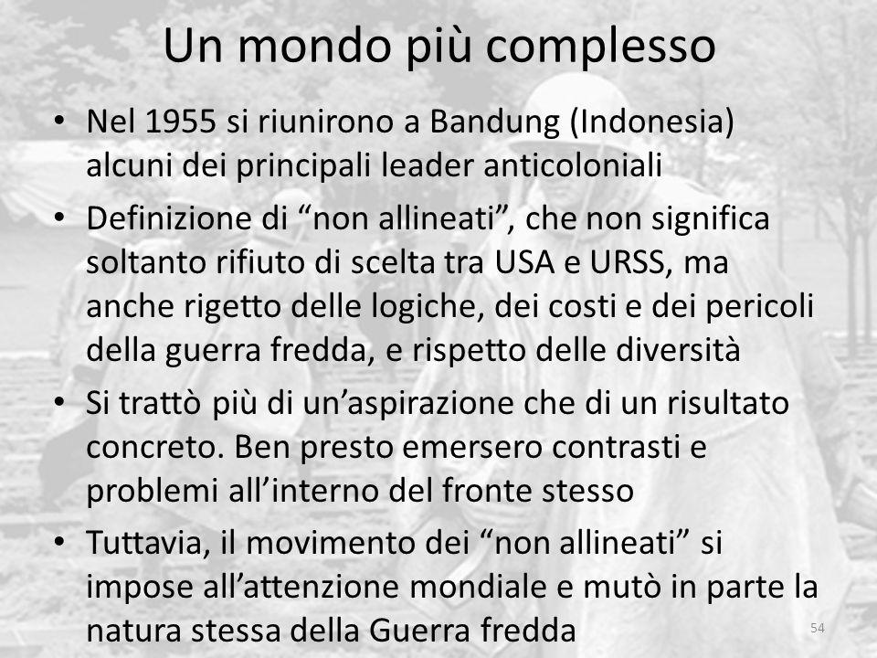 """Un mondo più complesso 54 Nel 1955 si riunirono a Bandung (Indonesia) alcuni dei principali leader anticoloniali Definizione di """"non allineati"""", che n"""