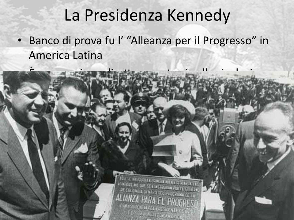 La Presidenza Kennedy 63 Banco di prova fu l' Alleanza per il Progresso in America Latina È una reazione diretta e contraria alla rivoluzione cubana Lotta alla povertà e al comunismo, obiettivo di crescita di una classe media per depotenziare le classi (operai, contadini) più a rischio della propaganda rivoluzionaria Legare lo sviluppo del subcontinente agli Stati Uniti