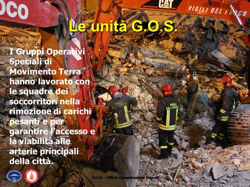 I Gruppi Operativi Speciali di Movimento Terra hanno lavorato con le squadre dei soccorritori nella rimozione di carichi pesanti e per garantire l'acc