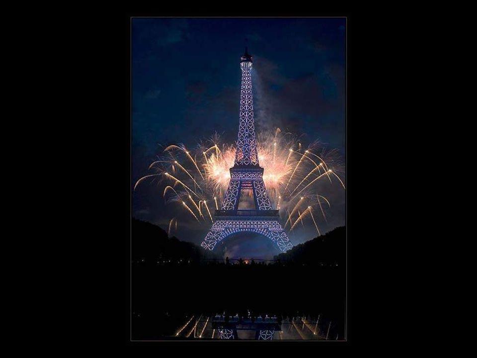 La struttura, che con i suoi 324 m è la più alta di Parigi, venne costruita in meno di due anni, dal 1887 al 1889; sarebbe dovuta servire da entrata a