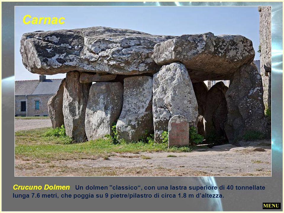 Il dolmen Er-Roc'h-Feutet. Vicino ad ogni pietra una iscrizione che ne reclama la proprietà allo stato francese ! Ci sono anche molti dolmen sparsi ne